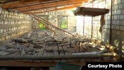 Ağdamın Mahrızlı kəndində dağılmış evlərdən biri