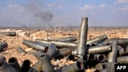 Клубы дыма после авиаудара в сирийской провинции Дейр-эз-Зор. Иллюстративное фото.