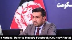 آرشیف، غفور احمد جاوید سخنگوی وزارت دفاع افغانستان در جریان یک کنفرانس خبری در کابل