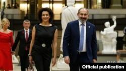 Премьер-министр Армении Никол Пашинян вместе с супругой Анной Акопян (архив)