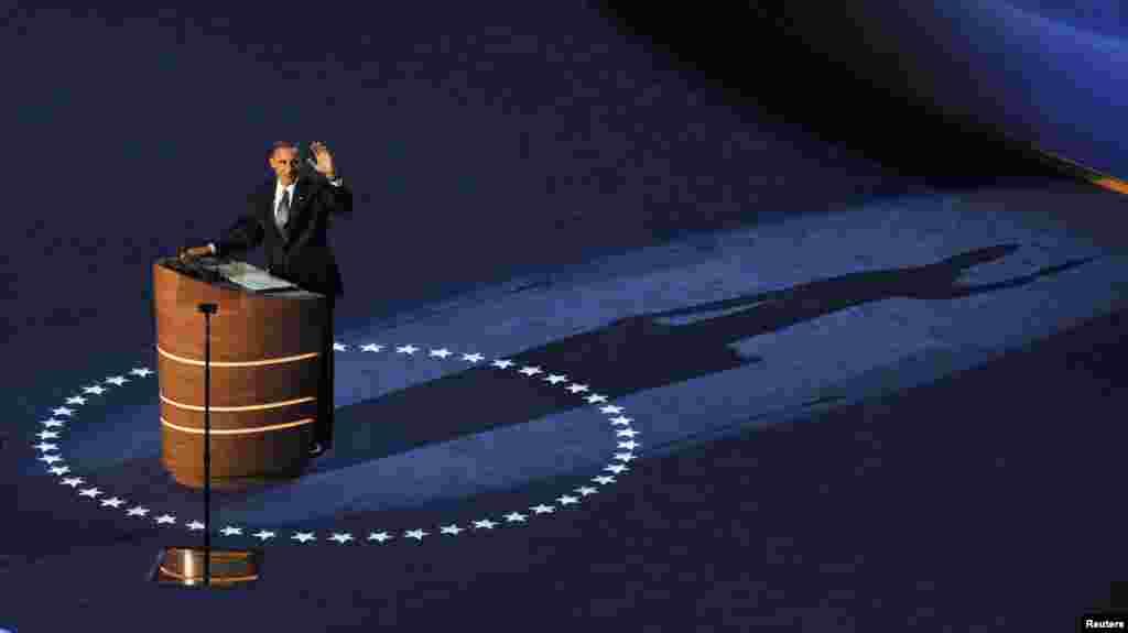 Президент Барак Обама обращается к съезду Демократической партии в городе Шарлотт, Северная Каролина, 6 сентября 2012 года.