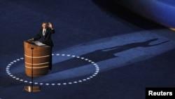 АҚШ президенті Барак Обама Шарлоттада өткен демократиялық партия съезінде сөйлеп тұр. Солтүстік Каролина, АҚШ 06 қыркүйек 2012 жыл