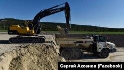 За даними прокуратури АРК, пісок, видобутий в заповідному урочищі, використовують для будівництва траси «Таврида»