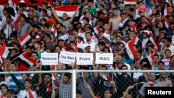 الجمهور العراقي خلال المباراة الودية بين منتخبي العراق وسوريا بكرة القدم التي جرت على ملعب الشعب الدولي ببغداد