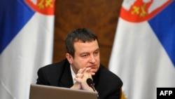 Serbiýanyň premýer-ministr Iwiça Daçiç Belgradda geçirilen hökümet maslahatynda. 8-nji aprel, 2013 ý.