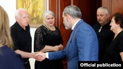 Armenia - Prime Minister Nikol Pashinian meets with relatives of police officers killed in a 2016 standoff with opposition gunmen, 28 June 2018.
