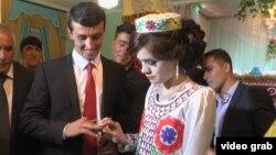 Cаидшо Асроров и его невеста Марджона Худойдодова