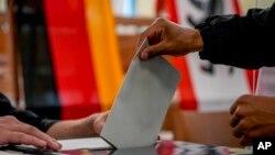 Blocul CDU / CSU a câștigat 25% din voturi, cel mai slab rezultat de după război.