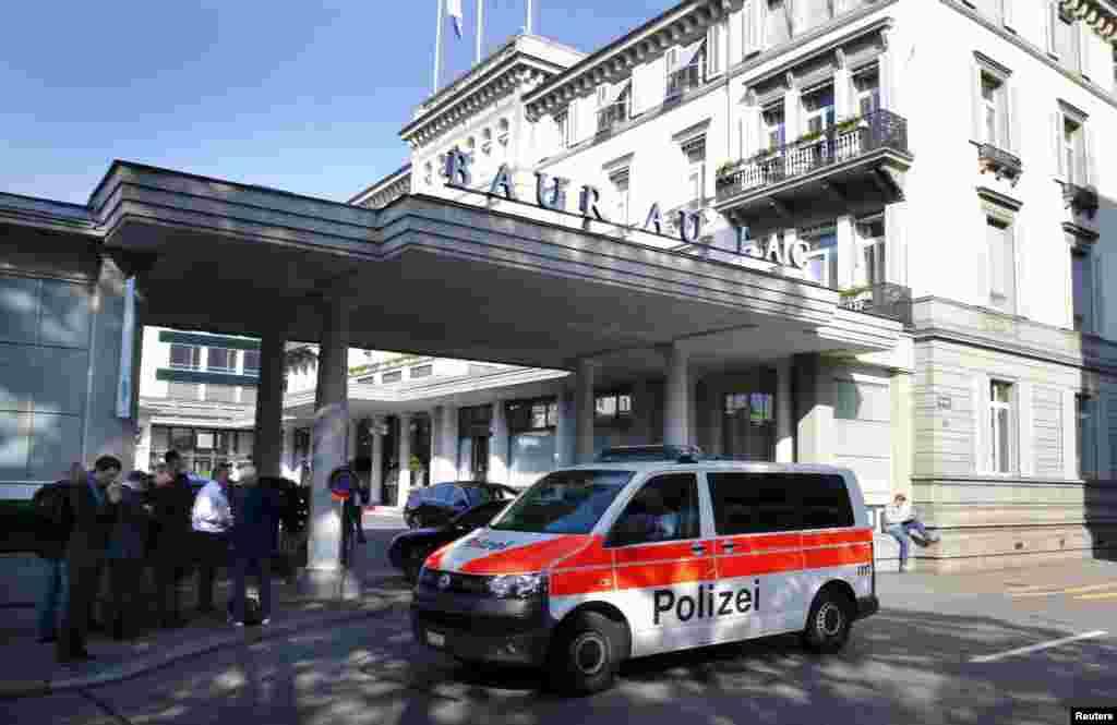 Сәрсенбі күні таңертең полиция келіп, ФИФА қызметкерлерін тұтқындаған Цюрихтегі Baur au Lac қонақүйі.