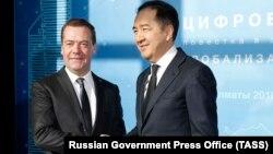 Қазақстан премьер-министрі Бақытжан Сағынтаев Ресей премьер-министрі Дмитрий Медведевпен кездесіп тұр. Алматы, 2 ақпан 2018 жыл.