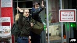 Dy nga 30 aktivistët e arrestuar të Greenpeace.