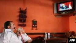 Палестинец смотрит выступление Барака Обамы. Вифлеем, 4 июня 2009 года.