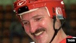 Президент Білорусі Лукашенко є головою Національного олімпійського комітету і хокейним аматором