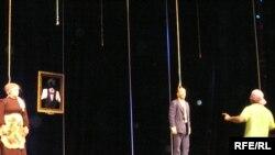 """Ҷашнвораи театрии """"Парасту"""" ҳарсола бо ширкати даҳҳо театри кишвар баргузор мешуд"""