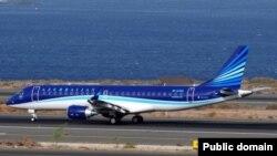 "Самолёт Embraer ERJ 190-100 ""Азербайджанских авиалиний"". Иллюстративное фото."