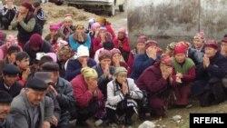 Жители Аксы проводят День памяти о погибших в Аксыйских событиях, 17 марта 2009 года.
