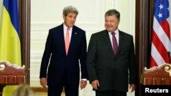 Джон Керри и Петр Порошенко (Киев, 7 июля 2016 года)