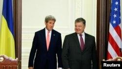 Petro Poroshenko və John Kerry