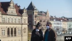 Un cuplu pe Podul Carol, Praga