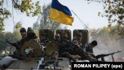 Украинские бойцы в зоне боевых действий на Донбассе, архивное фото