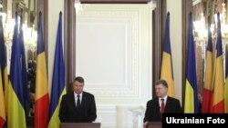 Президент України Петро Порошенко та президент Румунії Клаус Вернер Йоханніс під час зустрічі у Києві. 17 березня 2015 року