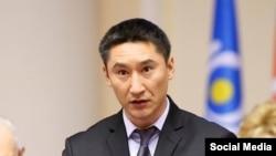 Алмазбек Асанбаев.