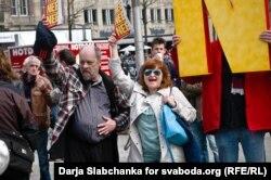 Акция противников ассоциации Украины и ЕС в Амстердаме