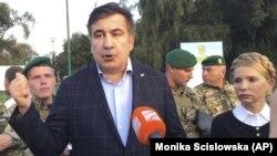 Михеил Саакашвили и Юлия Тимошенко возле пункта пересечения польско-украинской границы в Шегинях, 10 сентября 2017 года