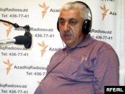 Həsən Kərimov Azadlıq Radiosunun Bakı bürosunda (Arxiv)