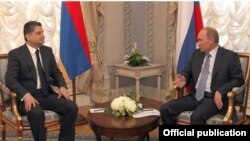 Russia - Prime Minister Vladimir Putin (R) meets with his Armenian counterpart in Saint Petersburg, 18Oct2011.