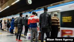 عدم قرنطینه شهروندان جزء مهمترین چالشها در مقابله با کرونا در ایران بوده است