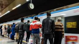 دولت ایران طرحهای مطرح شده توسط کارشناسان از جمله تعطیلی ادارات دولتی و ممنوعیت سفر را اجرا نکرده است