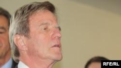 French Foreign Minister Bernard Kouchner (file photo)