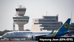 طیارۀ مسافربری بوئینگ ۷۳۷ متعلق به خطوط هوایی اوکراین که با دستکم ۱۷۶ سرنشین در خاک ایران سقوط کرده بود