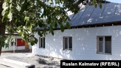 Молитвенный дом религиозного течения «Свидетели Иеговы» в селе Совет Базар-Коргонского района.
