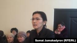 Депутат парламента Кыргызстана Аида Салянова, бывший генеральный прокурор и бывший министр юстиции Кыргызстана на суде по ее делу. Бишкек, 7 февраля 2018 года.