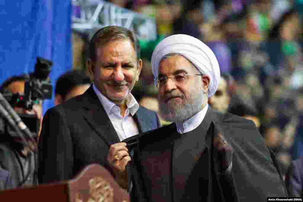 اسحاق جهانگیری، معاون رئیسجمهوری ایران که او نیز از نامزدی به نفع حسن روحانی کنارهگیری کرد