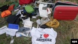 Личные вещи пассажиров разбившегося самолета