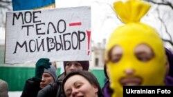 Феміністичний марш під гаслом «Церкви і державі пора жити нарізно!», Київ, 8 березня 2012 року