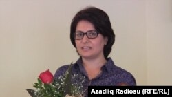 Azerbaijan - RFE/RL correspondent Arifa Kazimova accepting the Zardabi award in Baku. July 21, 2014