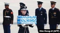 Түндүк Кореяда өлгөн 55 жоокердин сөөк калдыктары Кошмо Штаттарына берилди.