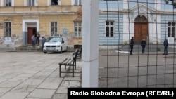 U BiH su u nekim školama i đaci podijeljeni po etničkoj pripadnosti (na fotografiji gimnazija u Travniku - jedna od dvije škole pod istim krovom)