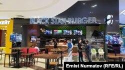 «Black Star Burger» брендинин Бишкектеги жайы.