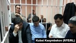"""Лидеры партии """"Ата-Журт"""" в зале суда, 12 января 2012"""