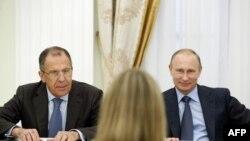 шефот за надворешна политика на ЕУ, Федерика Могерини со претседателот на Русија Владимир Путин