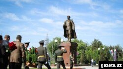 Uzbekistan - statue of Sobir Rakhimov in Tashkent, 8 May 2018