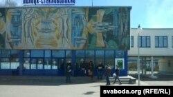 Актывісты СПБ раздаюць бюлетэнь «Стекляшка» (архіўнае фота)