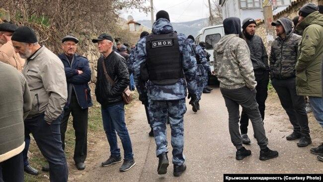 Обыск в доме крымского историка Шукри Сейтумерова. Бахчисарай, 11 марта 2020 года