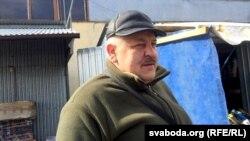 Гандляр на рынку па вуліцы Берасьцейская ў Бялай-Падлясцы