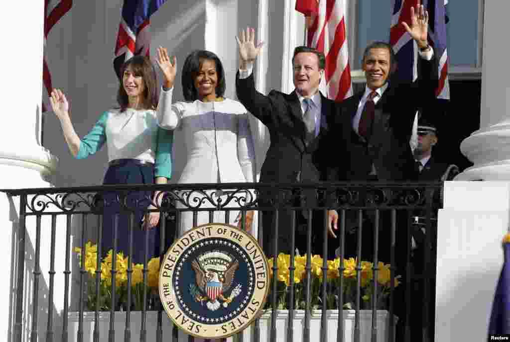 Премьер-министр Великобритании Дэвид Камерон и президент США Барак Обама с супругами.